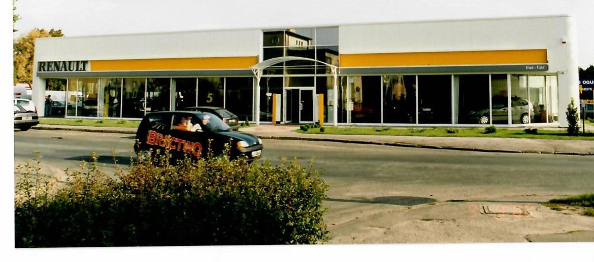 salon_renault_gotowy_2000.png